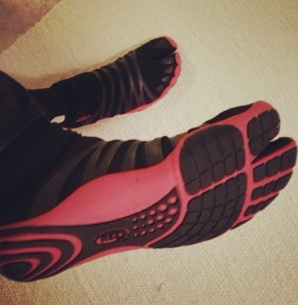 Tabi Shoes Red